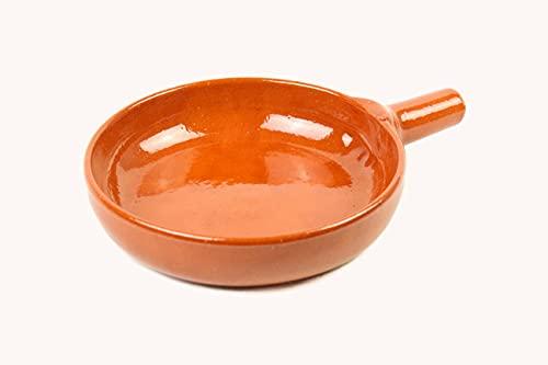 ARTESANIAROCA Sarten de Barro refrectario. Barro de Calidad. Made in Spain. Sarten con Mango de Barro. (Medidas 20,3cm diámetro x 28cm Largo x 5cm Altura)