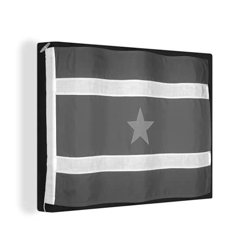 Leinwandbild - Die Flagge von Suriname auf einem schwarzen Hintergr& - schwarz & weiß - 80x60 cm