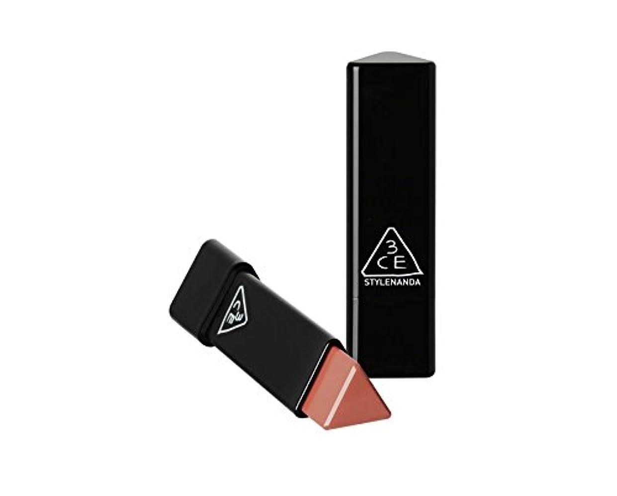 信条シャーク適応的3CE スロージャム三角形口紅 3 Concept Eyes Style Nanda Glow Jam Stick Triangle Lipstick (正品?海外直送品) (Very Berry)