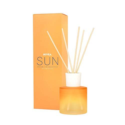 Nivea Sun Ambientador Concentrado, líquido ambientador con varitas con el Conocido Aroma de la Crema Solar Sun, Perfume de casa en Vaso de Vidrio opalino, 90 ml