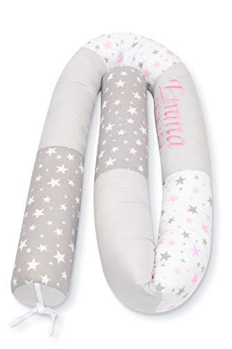 Amilian Bettschlange Nestchen Nestchenschlange Baby Nest für Kinderbett ideal als als Schutz vor Gitterstäben Bettrolle 210 cm personaliesiert mit Namen und Datum bestickt BOA100