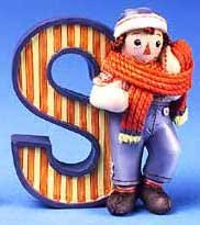 Raggedy Ann and Andy - S Is For Scarf - decorative letter -  Enesco, 856789S