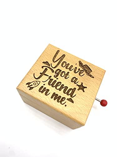 Carillon con la melodia You've got a friend in me. Scatola in legno di faggio con incisione.