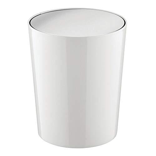 mDesign Cubo de Basura con Tapa basculante para baño o Cocina – Papelera Redonda de plástico – Contenedor de residuos Compacto con cubeta Interior extraíble – Gris Claro y Plateado
