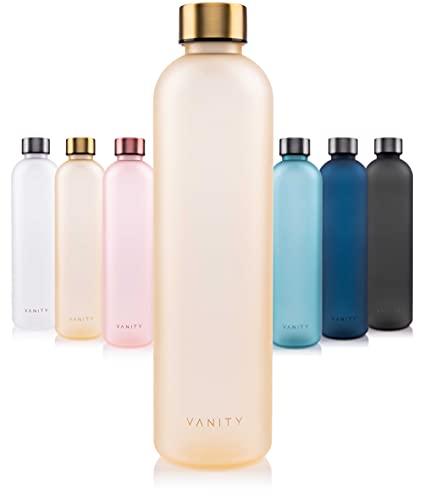 VANITY Sport Trinkflasche | BPA frei | Kohlensäure geeignet | Zeitleiste als Trinkerinnerung | Bruchsicher aus Tritan | mit Trageschlaufe für Fitness, Büro, Outdoor, Zuhause | 1000ml | Golden Sand
