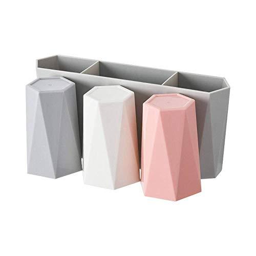 歯ブラシ・歯磨き粉・コップをひとまとめに収納できるグッズ。コップの色が違うので、家族ごとに使い分けができるのもうれしいところです。