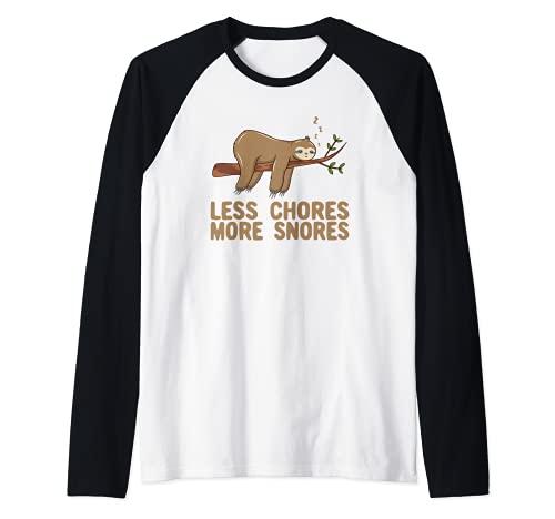 Less Chores More Snores Funny Sloth Pun Camiseta Manga Raglan