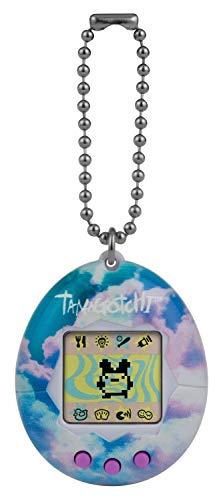 BANDAI- Tamagotchi Original Sky - Alimentar, cuidar, nutrir - Mascota Virtual con Cadena para Jugar sobre la Marcha, Color Cielo. (42873)
