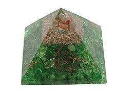 Spiritual Elementz Reiki-geladene Chakra-Heilungspyramide (7,6 cm) mit klarem Kristallstein, Kupfermetall (Stein der Komplettheits)