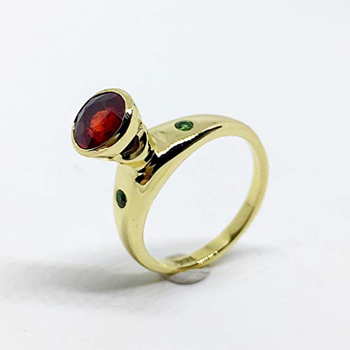 Increíble anillo realizado en Oro macizo de 18K con excepcional Zafiro redondo rojo anaranjado natural de 1.09 quilates de 6,2 mm y dos Tsavoritas de 0.51 quilates de 2 mm.