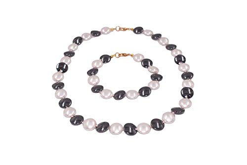SchmuckDesignByEmma Necklace and bracelet made of freshwater cultured pearls and hematite.