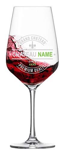 Graviertes Rotweinglas mit individuellem Wunschnamen und Geburtsjahr - Chateau Name als persönliche Geschenk-Gestaltung auf einem hochwertigen Rotweinglas von Schott Zwiesel