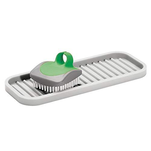 mDesign Organizador de Cocina para estropajos, cepillos o jabón – Jabonera Antideslizante para el Fregadero de la Cocina – Estropajero Estriado de Silicona – Gris Claro