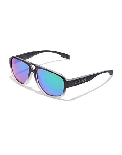 HAWKERS · Gafas de Sol Steezy Emerald, para Hombre y Mujer, estilo solid con montura bicolor en negro y blanco translúcido y lentes iridiscentes esmeralda, Protección UV400