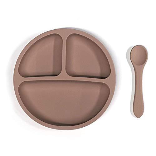 Kidoo - Pack Plato y Cuchara de Silicona - Vajilla de Bebé Antideslizante   100% Libre de BPA - Aprobado por la FDA - Base Adherente - para Lavavajillas y Microondas - No Tóxico (Marrón Oscuro)