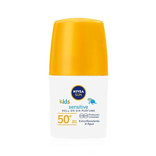NIVEA SUN Kids Sensitive Protege & Juega Roll-on FP 50+ (1 x 50 ml), crema solar para niños extra resistente al agua, protector solar roll-on para piel sensible
