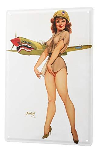 LEotiE SINCE 2004 Cartel de Chapa Baron Chica Pin-up Sexy con Sombrero de Armas y piloto de Caza en el Fondo 20x30 cm