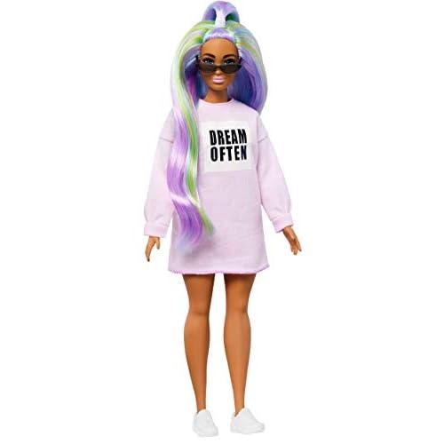 Barbie- Fashionistas Bambola con Maglione Stampa, Capelli Viola e Occhiali da Sole, Giocattolo per Bambini 3+ Anni, Multicolore, GHW52