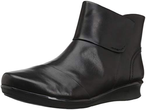 Clarks Women's Hope Track Fashion Boot, Black Leather, 075 M US