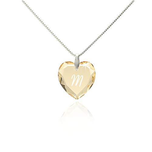 Damen Kette mit Swarovski Crystal Buchstaben Herzanhänger Gravur M filigrane schlichte dezente Halskette Herzkette für die Frau Freundin Schwester zum Valentinstag oder Geburtstagsgeschenk