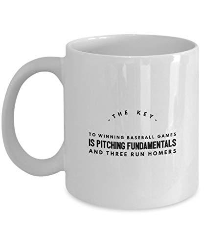 Cukudy de sleutel tot het winnen van honkbal spellen is het pitching Fundamentals en drie Run Homers koffie mok Cup 11oz