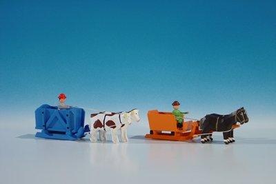 2 miniatuur wagen lichter box wagen in oranje met paarden, belasting: Lege en doos rijtuigen in blauw met os, belasting: Lege lengte ca. 9cm paard en kar houten kar Erzgebirge Seiffen Erzgebirge