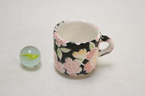 ACS WEB SHOP Hecho en Japón Taza de cerámica en miniatura, diseño de kimono japonés, estampado floral negro