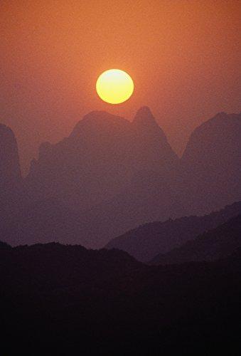 Preisvergleich Produktbild The Poster Corp Joe Carini / Design Pics China Guilin Golden Sunball Over Piled Silk Mountains Orange and Pink Misty Sunset Photo Print (27, 94 x 40, 64 cm)