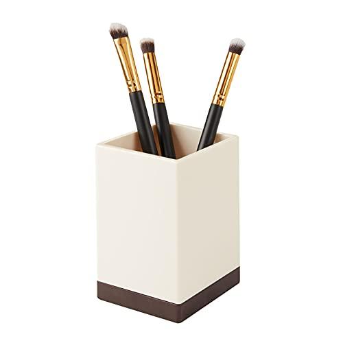 mDesign Organizador de baño decorativo de plástico sin BPA – Porta cepillos para utensilios de baño – Vaso para cepillos de dientes, maquinillas de afeitar o cosméticos – color crema y bronce