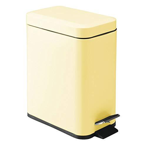 mDesign Cubo de Basura Rectangular de 5 litros – Compacto contenedor de residuos con cubeta Interior para Oficina, baño o Dormitorio – Moderna Papelera de Metal y plástico – Amarillo Claro