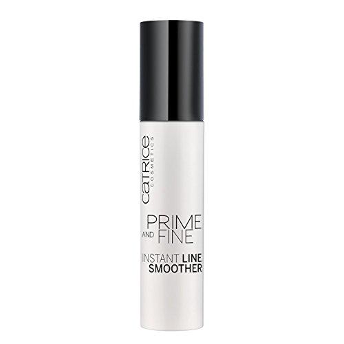 Catrice Cosmetics Prime And Fine Smoother, texture fondante, légèrement colorée qui, instantanément, réduit visiblement les rides et ridules sous les yeux.