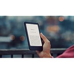 Kindle Essentials Bundle Mit Einem Kindle Weiß Ohne Spezialangebote Einer Amazon Hülle Aus Stoff Sandstein Und Einem Amazon Powerfast 5 W Ladegerät Amazon Devices