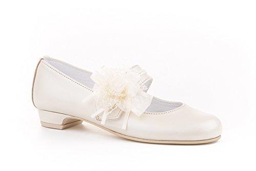 Zapatos de niña Fabricados en Piel para comunión con tacón. Calzado de niña Hecho a Mano - MiPequeña Modelo 997v Color Beige.