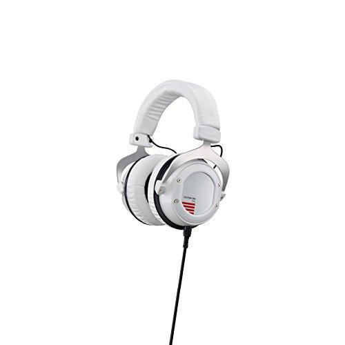 beyerdynamic Custom One Pro Plus 16 Ohm Over-Ear-Kopfhörer in weiß. Geschlossene Bauweise, kabelgebunden, einstellbarer Sound