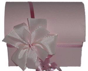 Schatztruhe rosa mit 24 Leonidas Pralinen ohne Zuckerzusatz / ideal zum Valentinstag / Muttertag / Vatertag / sowohl für Frauen als auch für Männer