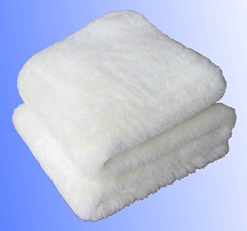 LANAMED S 50 x 80 cm – Australische Antidekubitus Bettauflage aus ultra-dichter Schurwolle mit einer Wollhöhe von ca. 3 cm. Mit ca. 1900 g Schurwolle (Obermaterial) pro m² etwa 50% mehr Wolle als ein medizinisches Lammfell. Bei 30-95° C maschinenwaschbar und trocknergeeignet. Druckentlastend, scherkraftreduzierend, atmungsaktiv und temperaturausgleichend. LANAMED S ca. 50 x 80 cm.