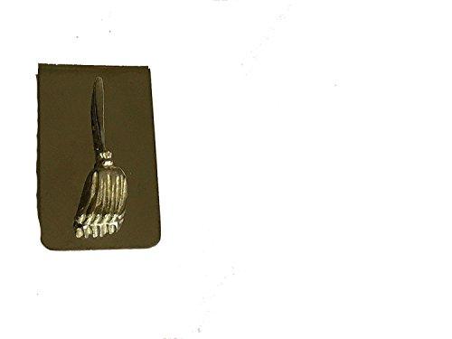Heks/heksen bezem TG15 gemaakt van Engels tinnen op een prachtig geld clip chroom geplaatst door ons geschenken voor alle 2016 uit DERBYSHIRE UK