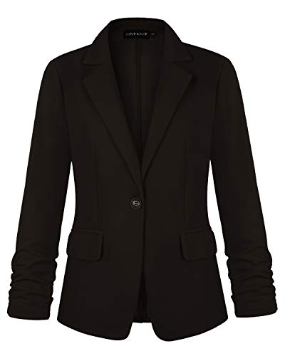 How Can You Tell the Difference Between a Suit Jacket and a Blazer?
