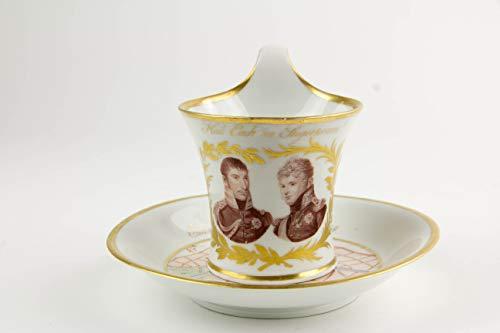 Tasse und Untertasse, gemarkt KPM, 1814, Portrait von König Friedrich Wilhelm III und Zar Alexander I, umgeben von Lorbeerkranz in Gold, Untertasse mit Goldrand, im Fond Stadtplan von Paris