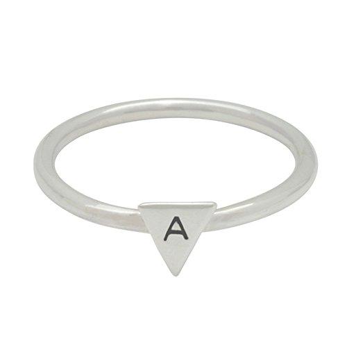 Anillo triángulo inicial stacker de plata esterlina personalizado hecho a mano para mujer.