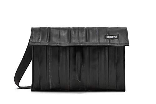 Schwarze Umhängetasche aus recyceltem Fahrradschlauch - passend für bis zu 15