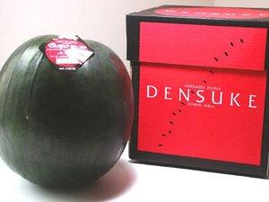 でんすけすいか (優品 Lサイズ 6kg以上) 日本農業賞大賞受賞 北海道産スイカ 外は真っ黒、中は真っ赤なシャキシャキ果肉スイカ