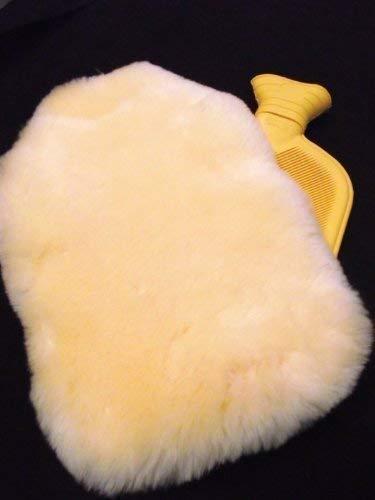 Förster-Fellnest Tolles Wohlfühlset - Hochwertige Naturgummi Wärmflasche (2 Liter) mit echtem Lammfellbezug - Wärmflaschenbezug aus extra schönem Lammfell