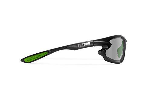 BERTONI Selbsttönend Polarisierte Sportbrille P676FTM by Italy – Winddichte Sonnenbrille für Fahrrad Laufen Radfahren Golf Ski Angeln Wassersport (Matt Schwarz – Grün – Selbsttönend Polarisiert)