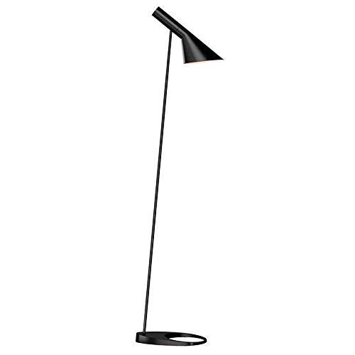 Lámpara AJ. Lámpara de pie JACOBSEN, replica en color negro de la popular lámpara de pie práctica y sencilla. Para bombillas LED E27