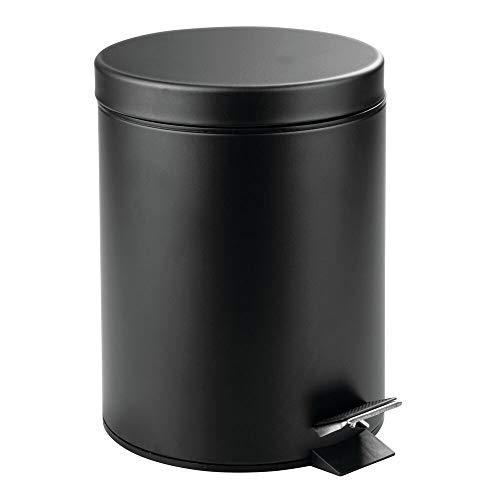 mDesign Tretmülleimer – 5 l Mülleimer aus Metall mit Pedal, Deckel und Kunststoffeinsatz – perfekt als Kosmetikeimer für Bad, für die Küche oder als Papierkorb für das Büro – schwarz