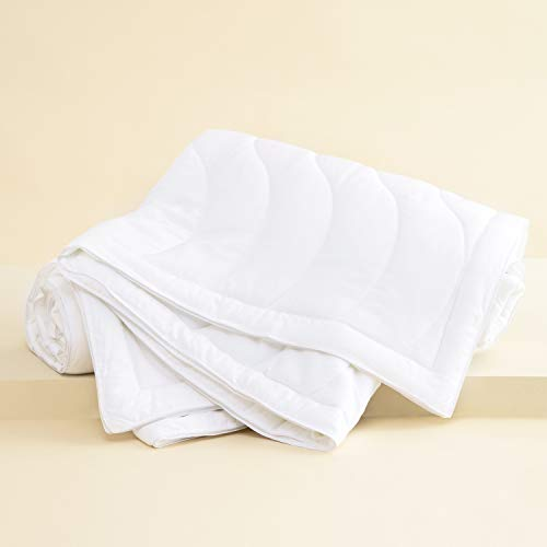 Buffy Breeze Comforter - Hypoallergenic Eucalyptus Fabric - Temperature-Regulating - King/Cal King Comforter