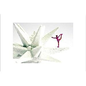 Coole schöne fröhliche Postkarte mit einem weißen Rand | Eiskunstlauf auf einem Winter-Stern | Eistanz auf Stern