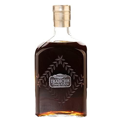 Brandy Platinum Tradición Solera Gran Reserva Jerez, más de 50 años, seco y amargo. Cristal de La Granja, pieza única, venta limitada 500 botellas anuales