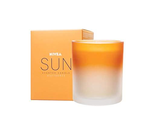 NIVEA Sun Original Duftkerze, schöne Duftkerze im Glas mit der bekannten Sun Sonnencreme-Note, zart duftende Kerze im passenden Milchglas-Behälter, 260g